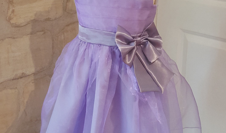Robe couleur lilas cortège fille