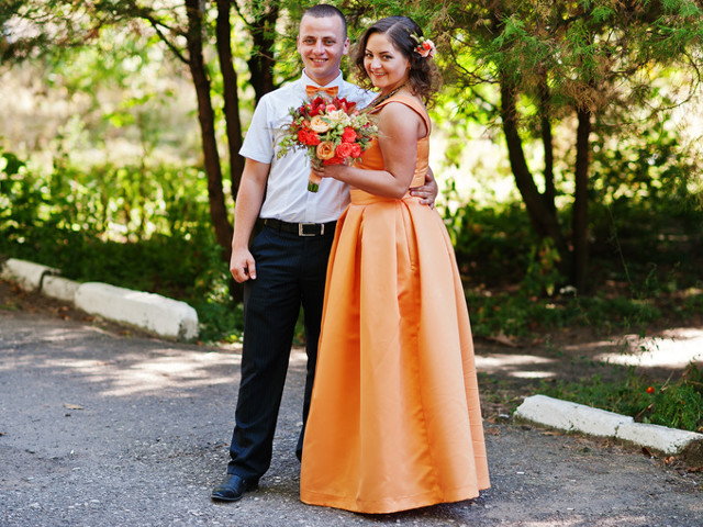 Robe demoiselle d'honneur en satin orange